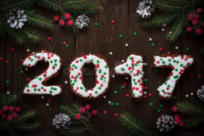 Bakning för nytt år söt bakelse märker 2017 arkivbild