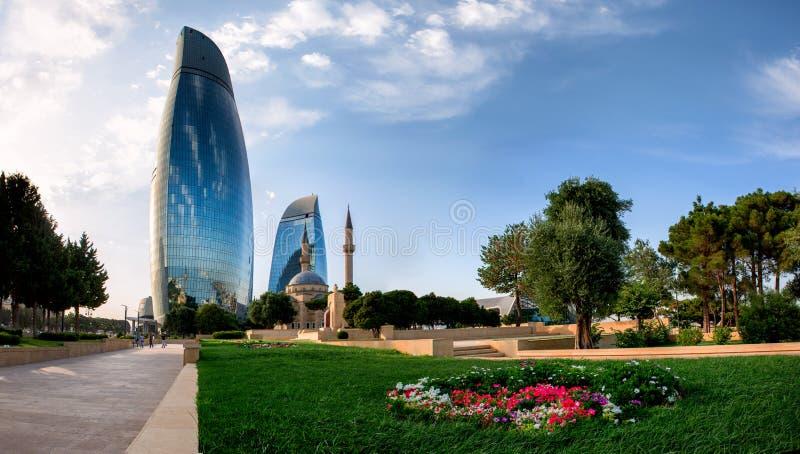 BAKOU, AZERBAÏDJAN - 24 JUILLET : Vue de ville de la capitale de l'Azerbaïdjan, le 24 juillet 2014, avec la grande architecture m image libre de droits