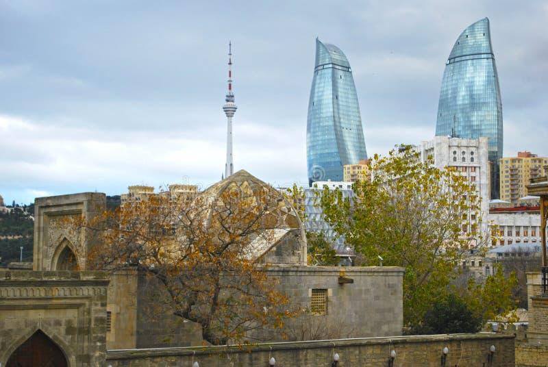 Bakou, tours de flamme image stock