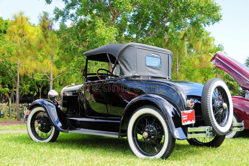 Bakre sikt av den horseless vagnen för 1928 Ford arkivbilder