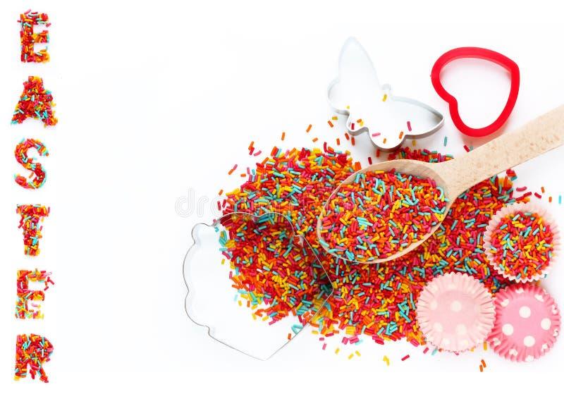 Bakselachtergrond met de ingrediënten van het ingredEasterbaksel - colorfu stock foto's