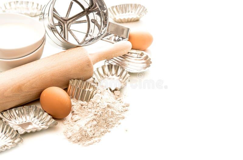 Bakselingrediënten en tol voor deegvoorbereiding stock fotografie