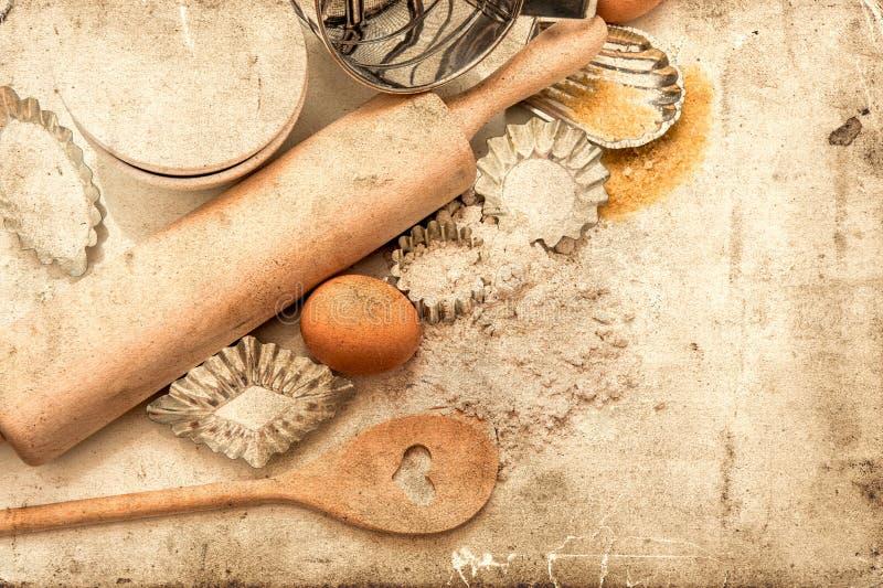 Bakselingrediënten en tol voor deegvoorbereiding Retro stijl royalty-vrije stock foto's