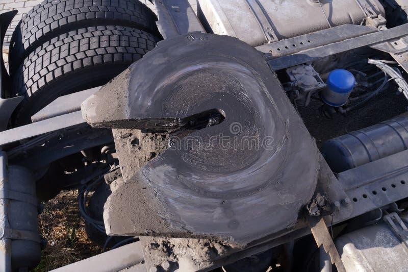Baksida av traktorenheten Synliga kopplingar f?r det femte hjulet passas till en traktorenhet f?r att f?rbinda den till sl?pet fotografering för bildbyråer
