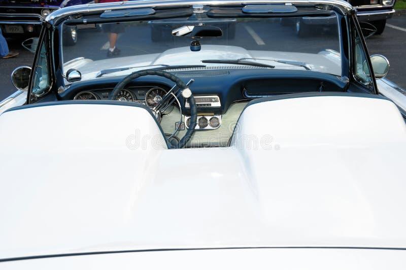 Baksidaen beskådar av den konvertibla sportbilen royaltyfria bilder