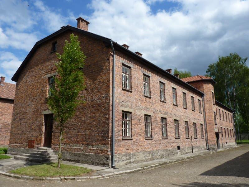 Baksteenbarakken in het vroegere concentratiekamp stock fotografie
