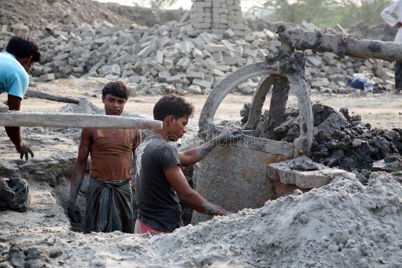 Baksteenfabriek in Sarberia, West-Bengalen, India stock afbeeldingen