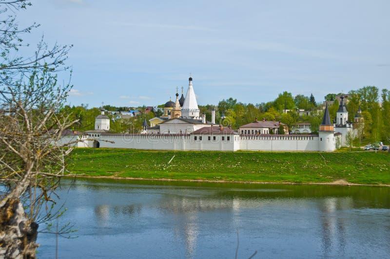 Baksteenkerk in Rusland stock fotografie