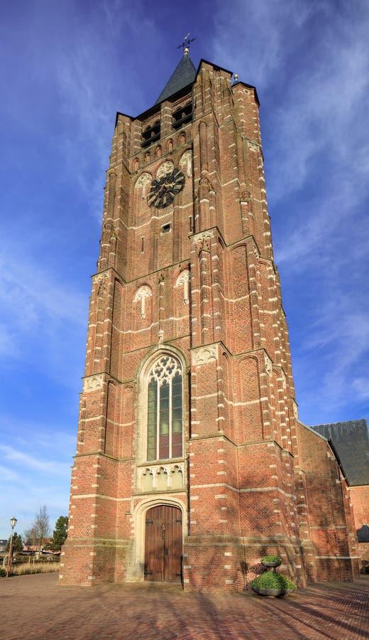 Baksteentoren van Saint Michelkerk tegen blauwe hemel, Rafels, Vlaanderen, België royalty-vrije stock afbeeldingen