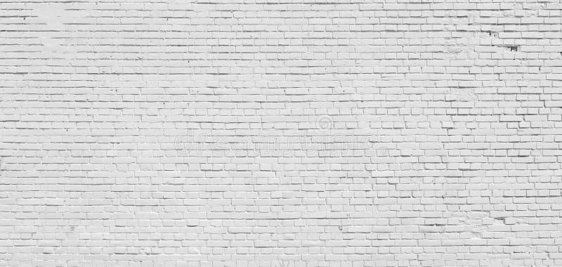 Bakstenen muur die met witte verf wordt geschilderd royalty-vrije stock afbeeldingen