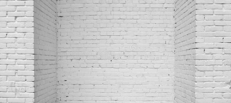 Bakstenen muur die met witte verf wordt geschilderd stock afbeelding