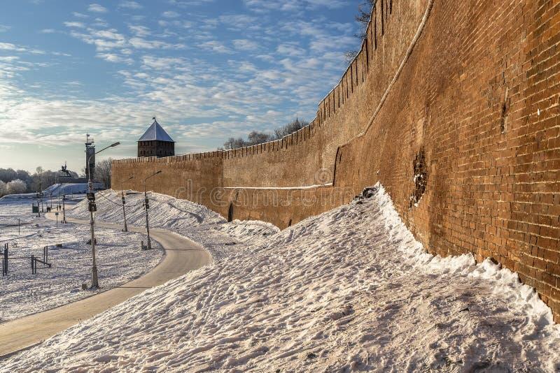 Bakstenen muur en één van de torens van het Kremlin royalty-vrije stock fotografie