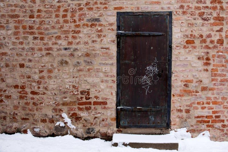 Bakstenen muur met deur royalty-vrije stock foto's
