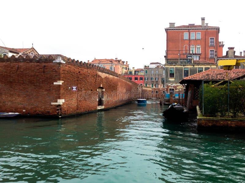 Bakstenen muur in Venetië royalty-vrije stock afbeelding
