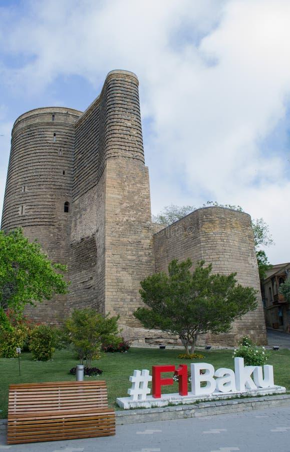 15 2017 Baku, Aserbaidschan F1 der Erstturm alias Giz Galasi, gelegen in der alten Stadt in Baku, Aserbaidschan lizenzfreie stockfotografie