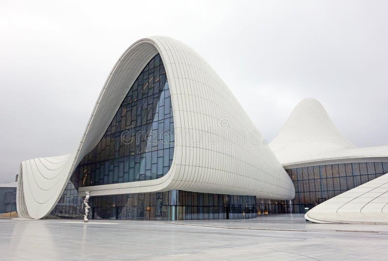 Baku, Azerbaijão - janeiro, 1, 2017: Museu do centro de Heydar Aliyev: Haydar Aliyev Centre fotografia de stock royalty free