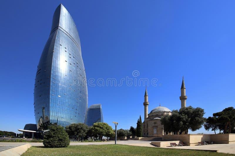 Baku, Azerbaij?o Vista 'da torre ardente ' foto de stock