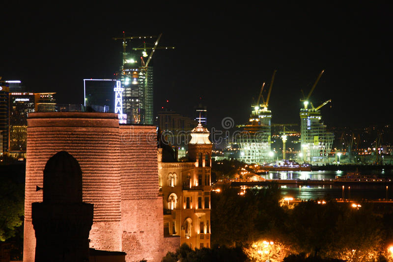 Baku Azerbaijan la nuit images libres de droits
