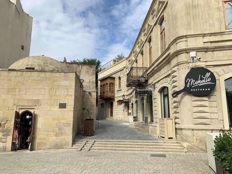 Baku, Azerbajdzjan, september, 12, 2019 Den gamla staden Icheri Sheher, A Zeynalli Street, 63A Mosque Makscid-makadesva Baku arkivbilder