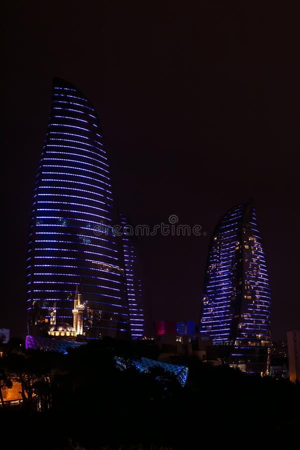 BAKU AZERBEIDZJAN - 05 DECEMBER 2018: Baku Flame Towers bij nacht Het is de langste wolkenkrabber in Baku Azerbaijan met een hoog stock foto