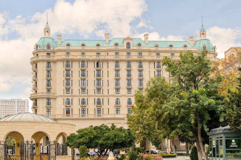 BAKU, AZERBEIDZJAN - 17 OCT 2014: Vier Seizoenenhotel Baku Het Vier Seizoenenhotel Baku is dicht aan het Oude Stad en Paleis van  royalty-vrije stock foto's