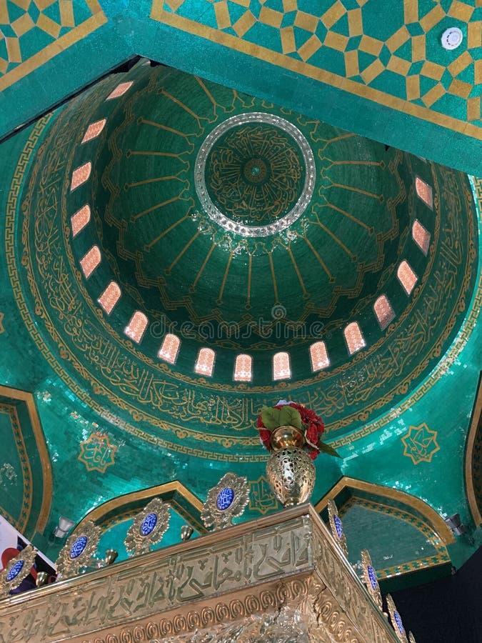 Baku, Azerbeidzjan, 11 september 2019 Binnenkant van de sjiitische moskee Bibi-Eybat Baku, Azerbeidzjan royalty-vrije stock afbeelding