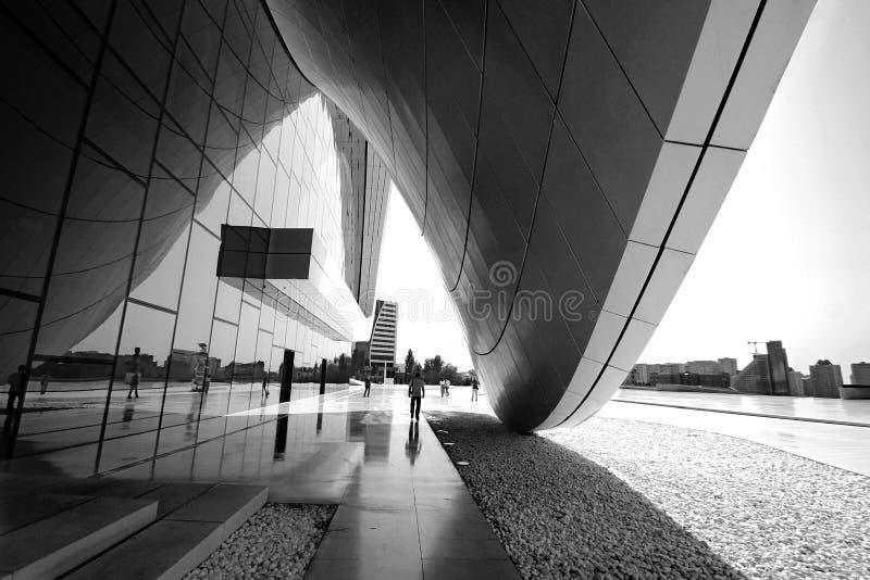 Baku, Azerbejd?an, Kulturalny centrum wymieniaj?cy po Heydar Aliyev zdjęcia stock