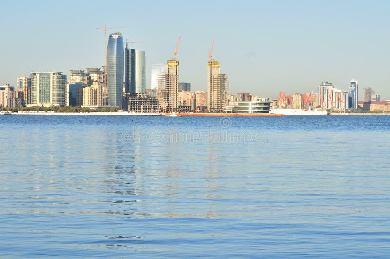Baku Cityscape, die Hauptstadt von Aserbaidschan loated durch das Caspia stockfotos