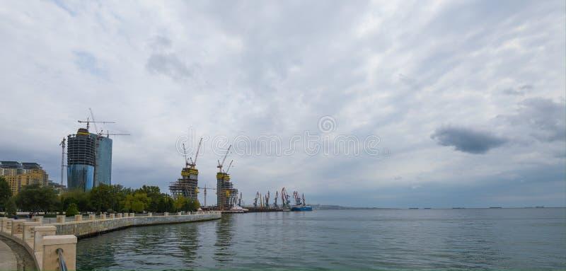 Baku fjärd, sikt till hamnstaden royaltyfri fotografi