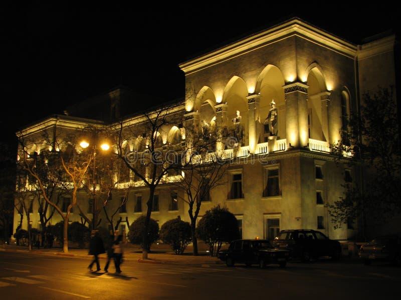 Baku gammal stad vid natt royaltyfri foto