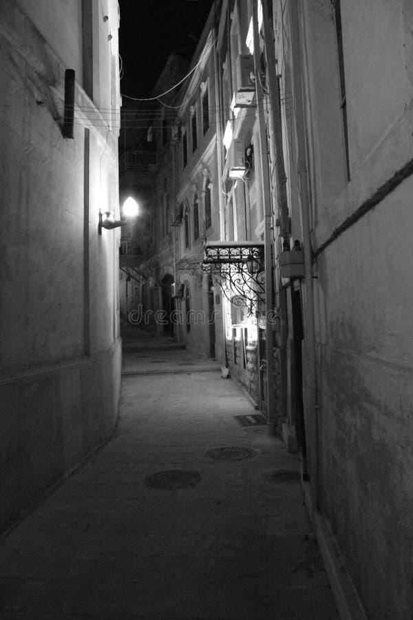 Baku By Night fotos de archivo