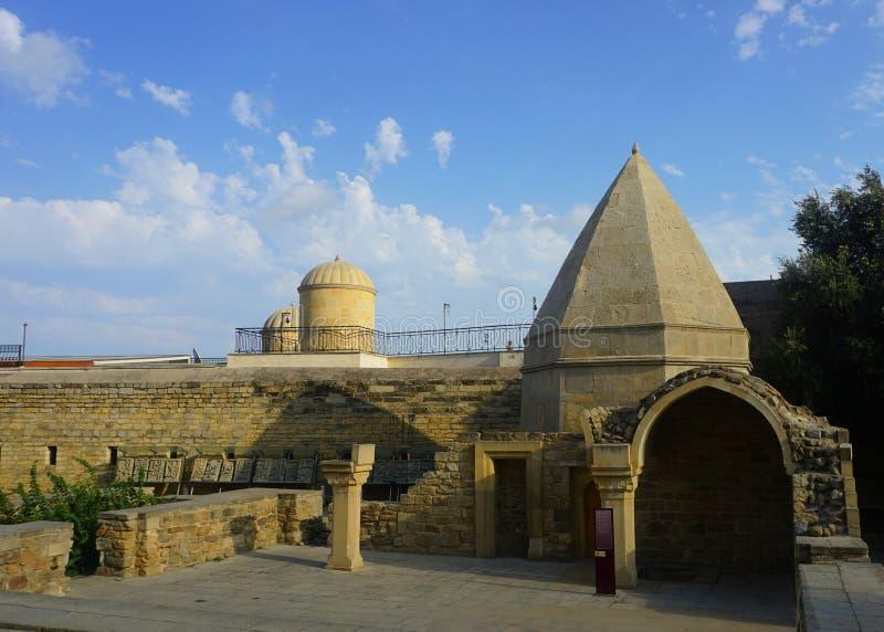 Baku Shirvanshahs Complex bij Binnenplaats stock foto's