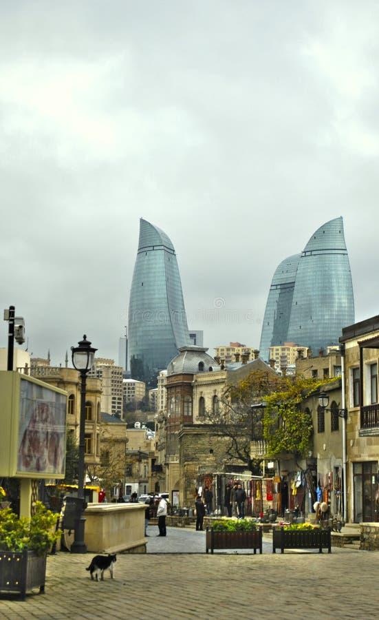 Baku, torres de la llama fotografía de archivo
