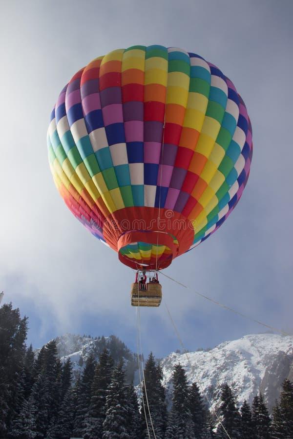 Balão de ar quente, céu azul imagem de stock royalty free
