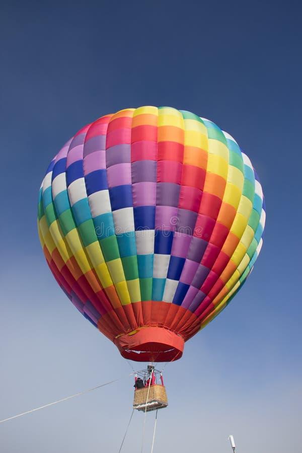 Balão de ar quente, céu azul foto de stock royalty free