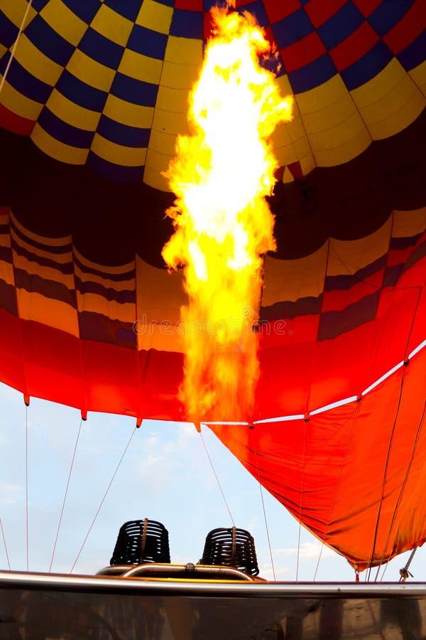 Balão de ar quente de Luxor na noite fotografia de stock