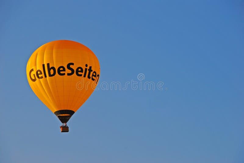 Balão de ar quente de Yellow Pages foto de stock