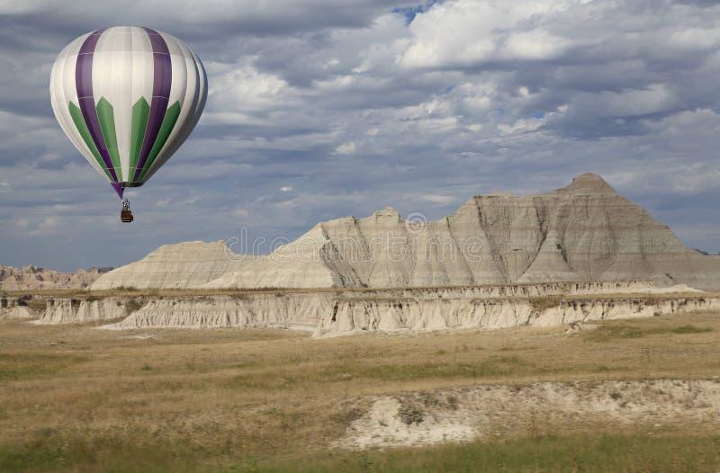 Balão de ar quente que lança-se no ermo foto de stock