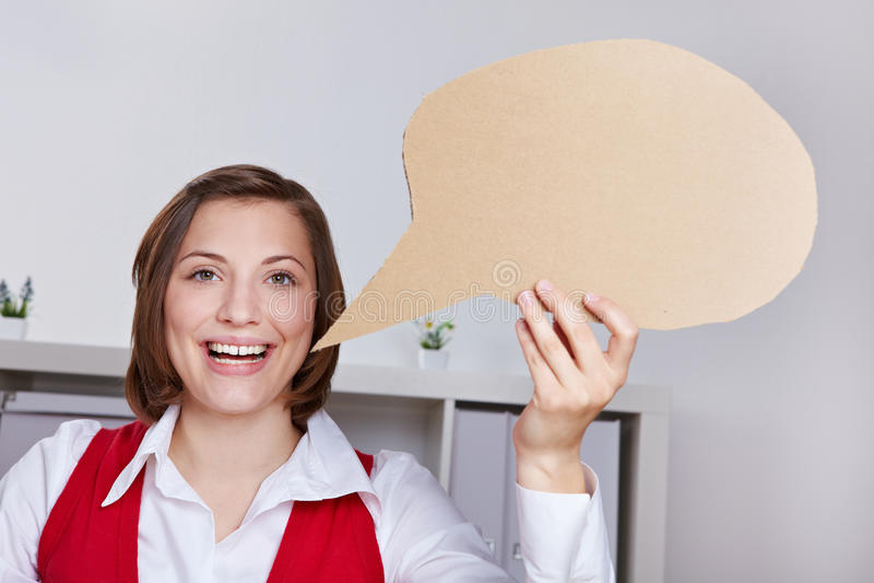 Balão de discurso feliz da terra arrendada da mulher fotos de stock