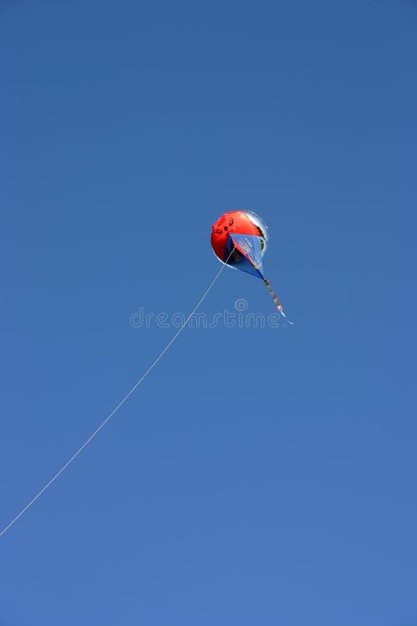 Balão no céu imagem de stock royalty free