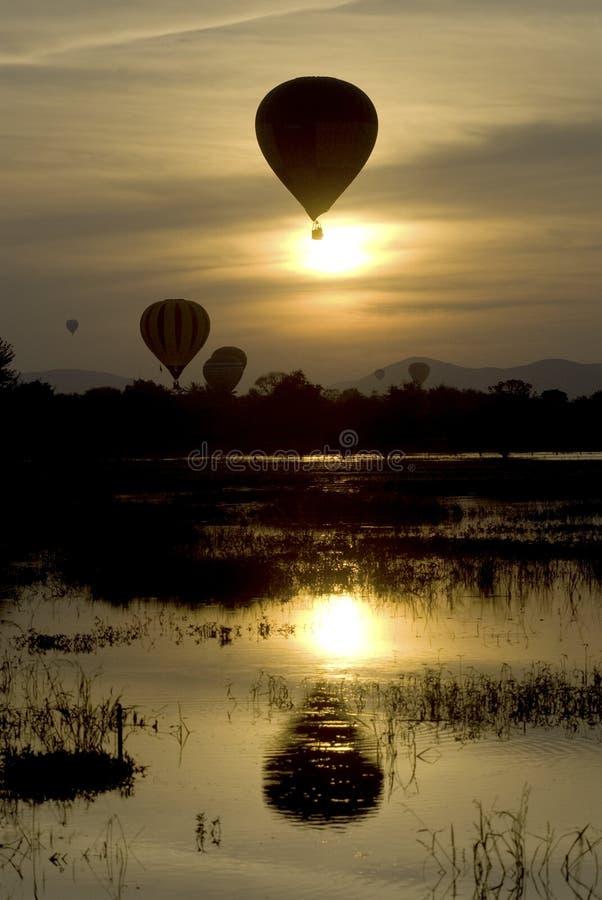 Balão no por do sol 3. fotografia de stock
