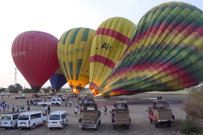 balão Voo em um balão de ar quente imagens de stock