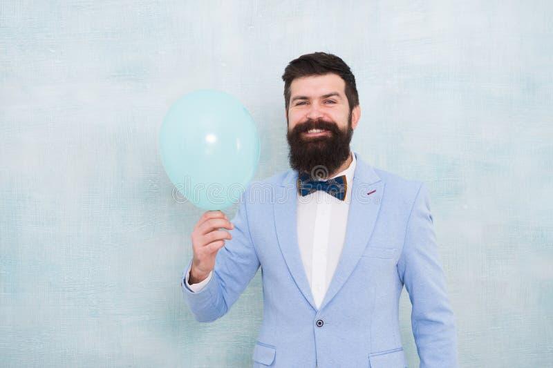 Balón de aire barbudo feliz del control del hombre Apenas inspirado Felicidad y éxito Humor del partido Feliz cumpleaños hombre f fotografía de archivo