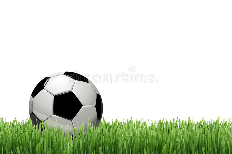 balón de fútbol o bola del fútbol en la hierba verde aislada en el fondo blanco imágenes de archivo libres de regalías
