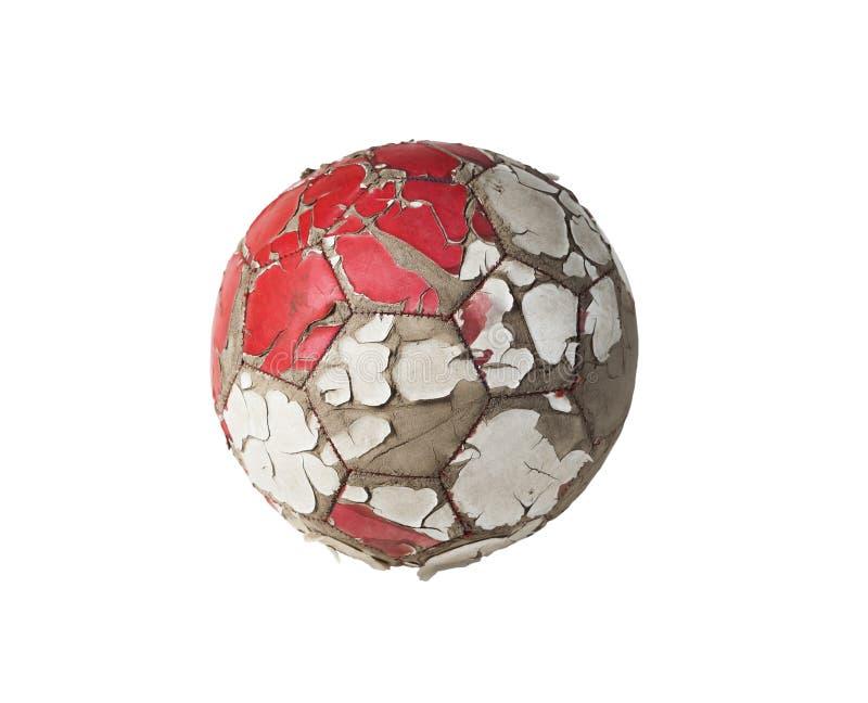 Balón de fútbol viejo con la piel agrietada aislada en un fondo blanco fotografía de archivo libre de regalías