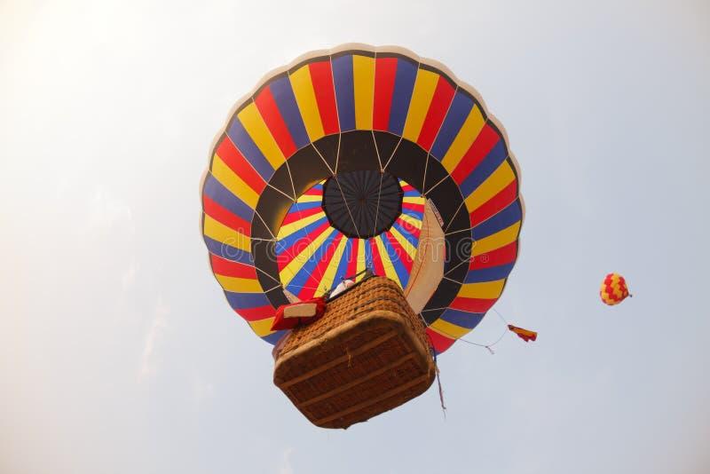 Download Balões De Ar Quente Coloridos Em Voo Imagem de Stock - Imagem de céu, azul: 26520897