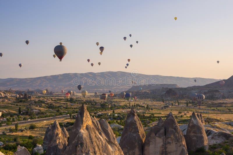 Balões de ar quente sobre Cappadocia fotografia de stock royalty free