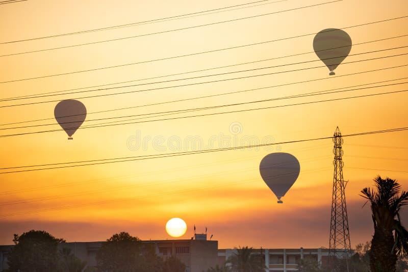 Balões de ar sobre Luxor imagens de stock royalty free