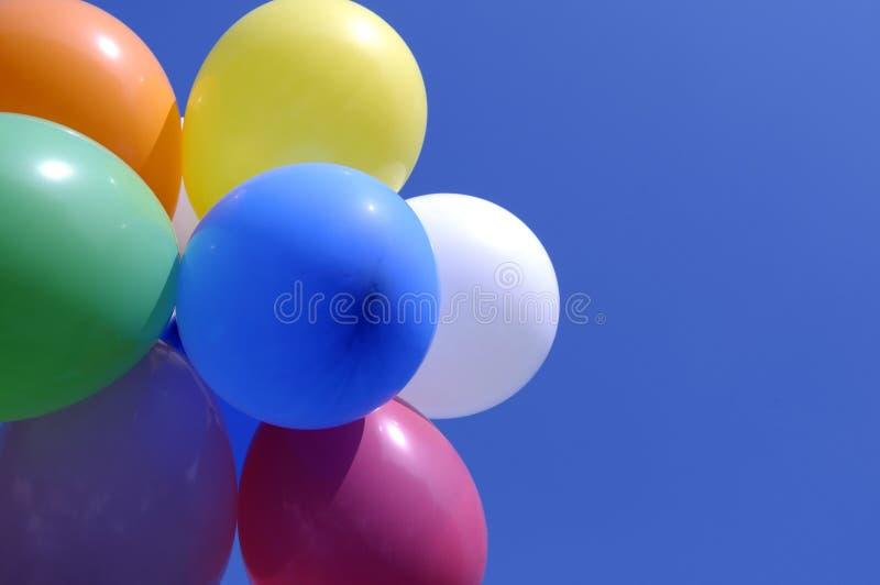 Balões de flutuação coloridos fotos de stock