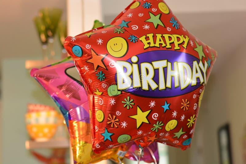 Balões do feliz aniversario imagens de stock